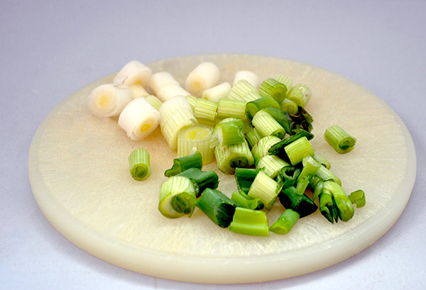 mørbrad i fad med asparges